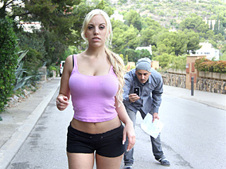 Blondie Fesser - Ive Never Fucked A Fan Before